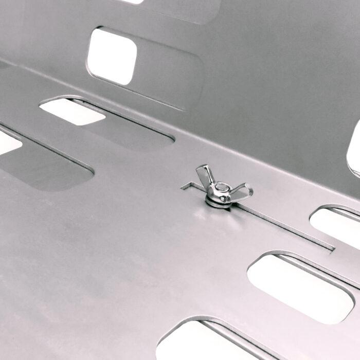Lippert Tierwohl-Raufe Vario Detailansicht zur einfachen Verstellbarkeit der Schlitzöffnungen