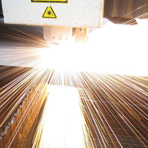 Lippert Unternehmen Leistungen Blechbearbeitung Laserschneiden