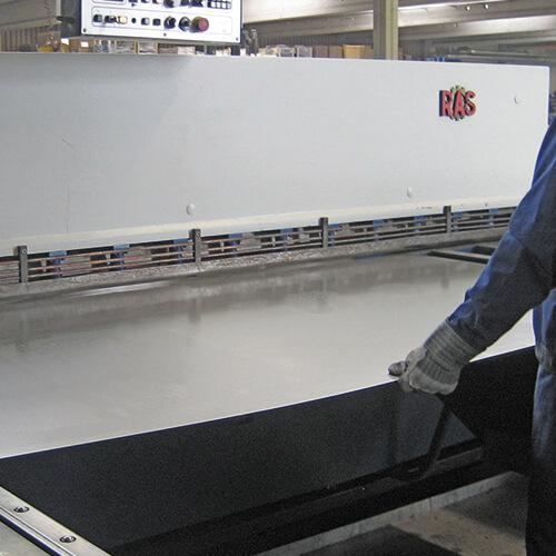 Lippert Unternehmen Leistungen Blechbearbeitung Zuschneiden